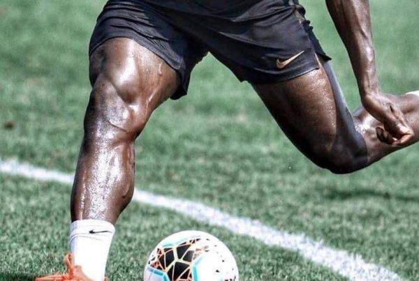 Kan ik krachttraining voor de voetbaltraining doen?